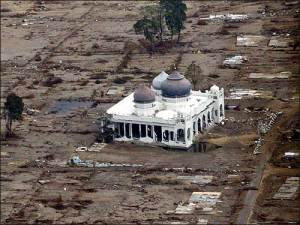 masjid-pasca-tsunami-aceh-20041
